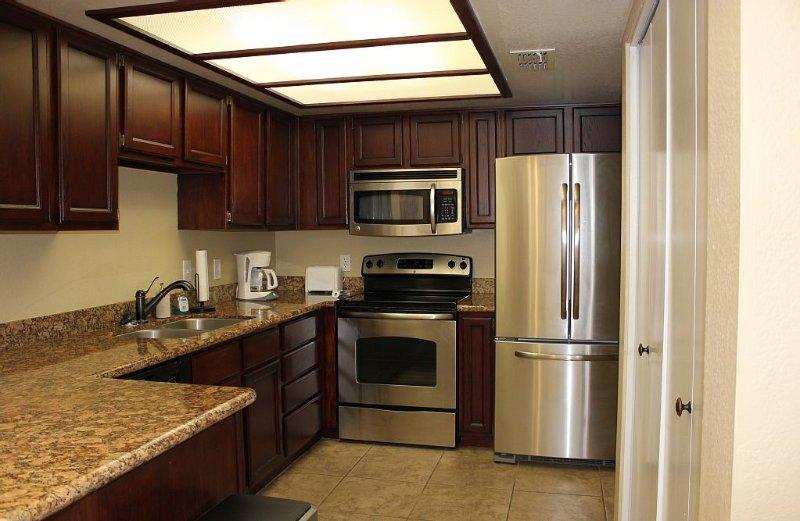 2 Bedroom 2 Bath Private Condo In The Heart Of Fountain Hills, casa vacanza a Fountain Hills