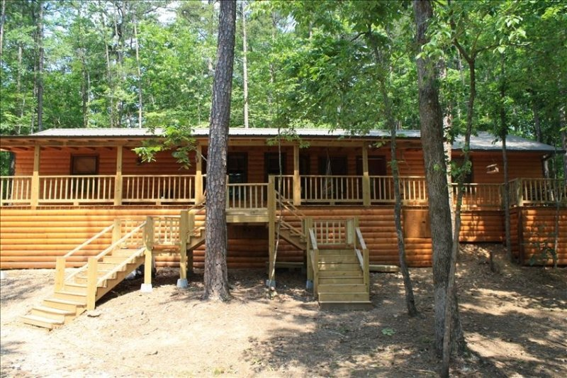Hickory Ridge Cabin - Secluded Luxury Near Lake/Trout Fishing!, holiday rental in Broken Bow