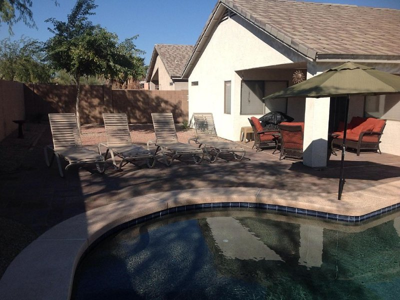 Great Golf, private pool. Take the golf cart to dinner. Book now for 2021., vacation rental in San Tan Valley