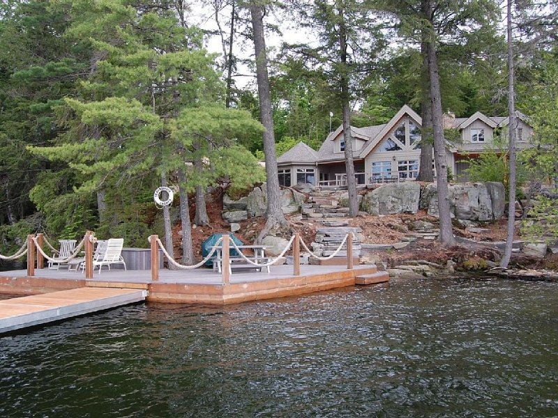 Haliburton, Ontario - Large Executive Cottage, Lake Kennisis, holiday rental in Algonquin Provincial Park