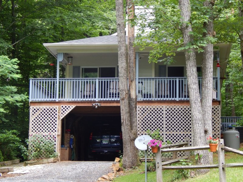 Deluxe Bargain Priced 2/2 Mtn Home Near Blue Ridge Pky w/ Outdoor Fireplace WIFI, location de vacances à Deep Gap