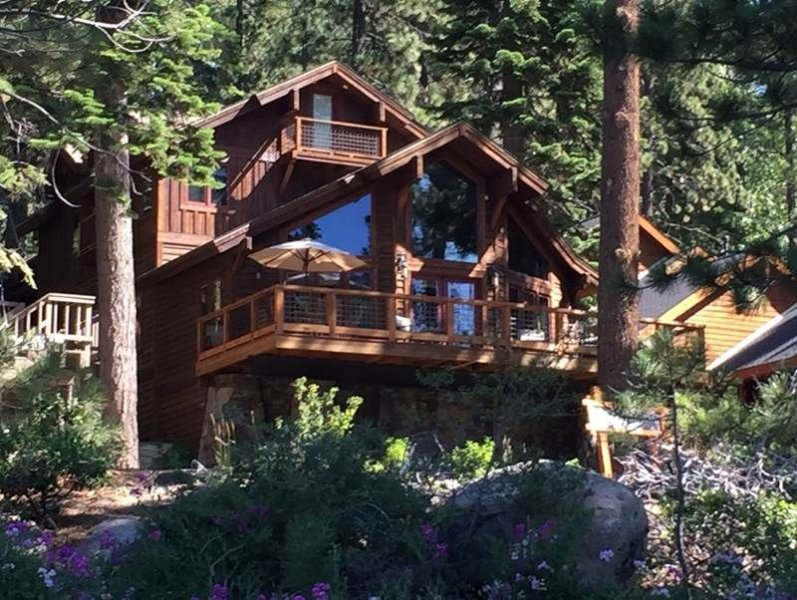 Spectacular Lake View Home with large Deck, holiday rental in Norden
