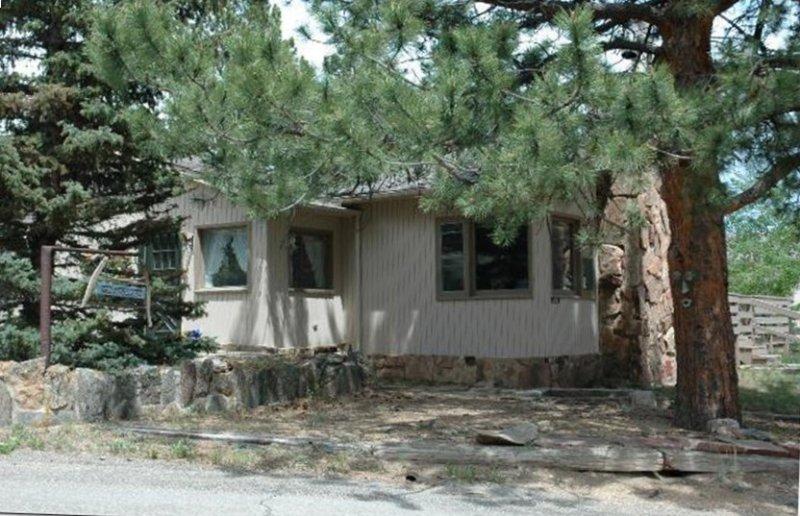 $50 off/night  Peaceful, Historic Cabin Built by RMNP views of RMNP- Lumpy Ridge, alquiler de vacaciones en Estes Park