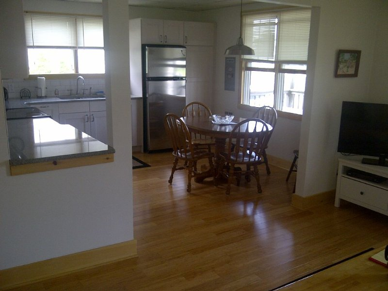 Short walk to Ocean and Bay beaches, Newly renovated (thank Sandy), vacation rental in Ship Bottom