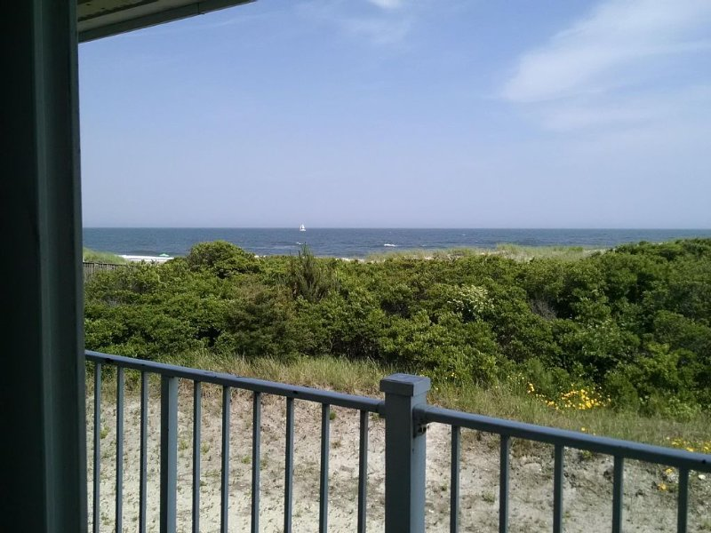 Direct Ocean Facing Unit in Ocean Front Complex - Just steps to Beach, holiday rental in Brigantine