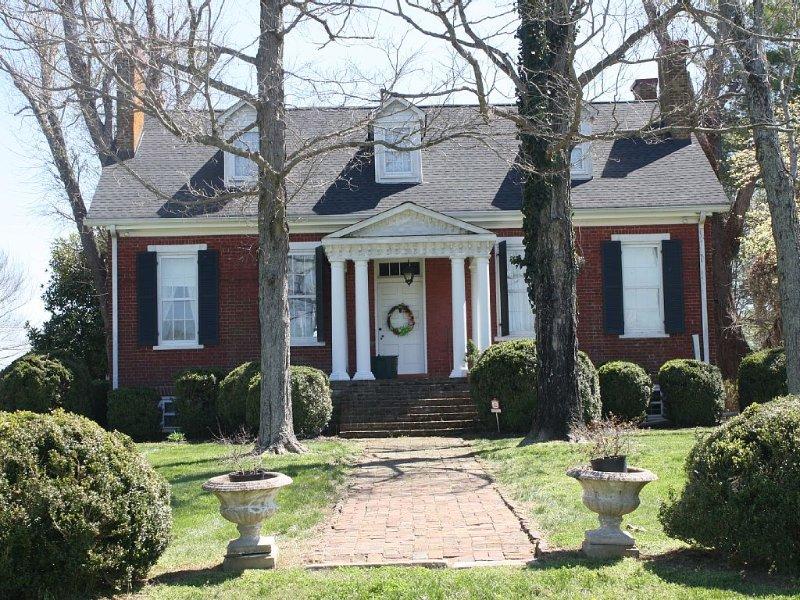 Historic Hideaway c.1828 Nashville Franklin Huntsville 15 Acre Wifi 6 Fireplaces, casa vacanza a Summertown