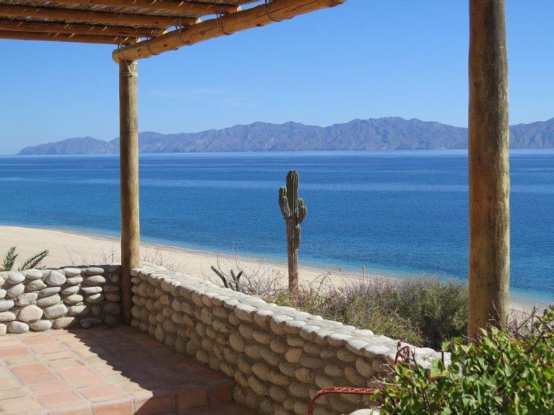 Oceanfront, El Sargento/La Ventana Great kiting/windsurf/fishing launch!, holiday rental in El Sargento