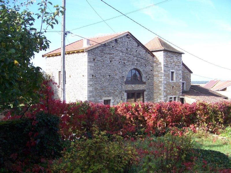 ProcheTaizé-4 kms - Maison de caractère,en pierre de taille-8Couchages, holiday rental in Chapaize