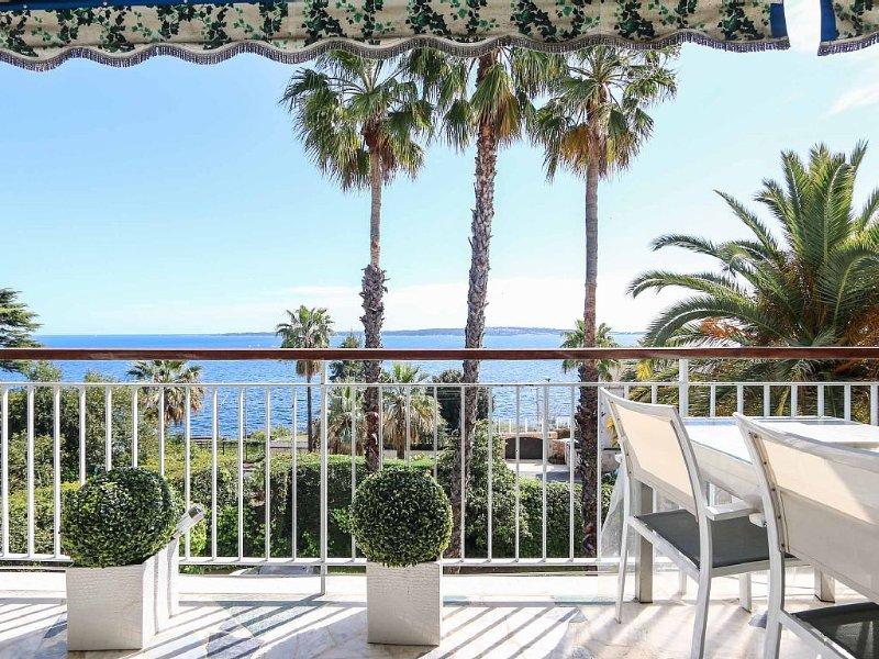 Cannes Californie -  appartement superbe vue mer - recommandé vacanciers ☆☆☆☆☆, holiday rental in Cannes