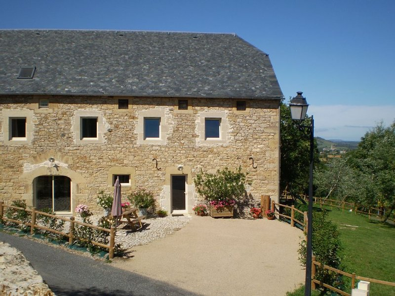 Gîte rural pour  9 personnes 4 étoiles, holiday rental in Aveyron