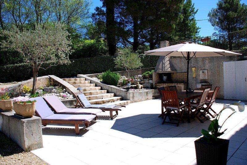 PROMOTION A LA SEMAINE - Spacieux bas de villa en Provence à Pierrevert, alquiler vacacional en Montfuron