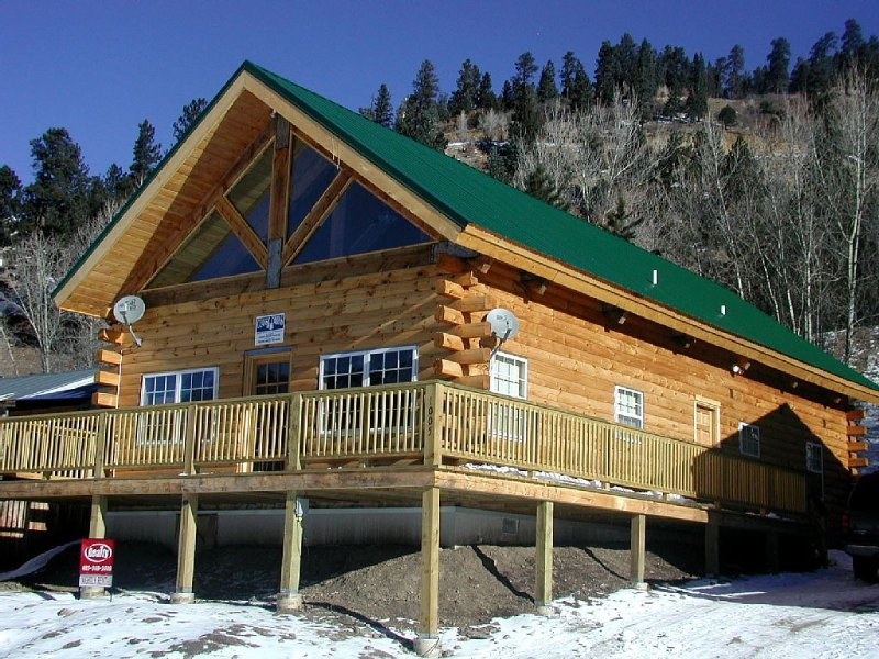 Luxury Mountain Cabin-Convenient Location, Lots of Parking, Wi-Fi, Fire pit!, holiday rental in Red River