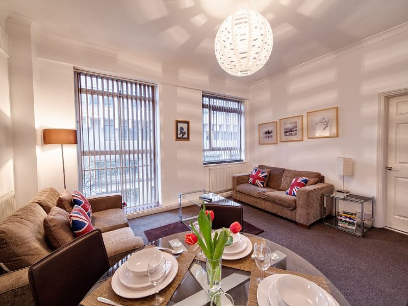 Adjacent to Buckingham Palace & Westminster Abbey – semesterbostad i London