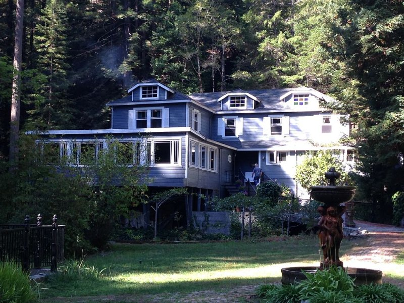A bit of English charm nestled in the Redwoods of Sonoma. Perfect seclusion., holiday rental in Duncans Mills