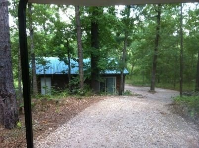 Quiet cabin minutes from Lake Tenkiller. Family or couple friendly., casa vacanza a Muskogee