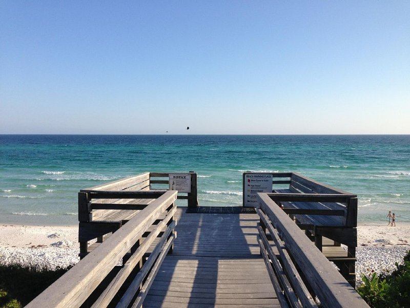 OCEAN FRONT CORNER UNIT 2 BEDROOM CONDO LOCATED 1 MILE FROM SEASIDE – semesterbostad i Santa Rosa Beach