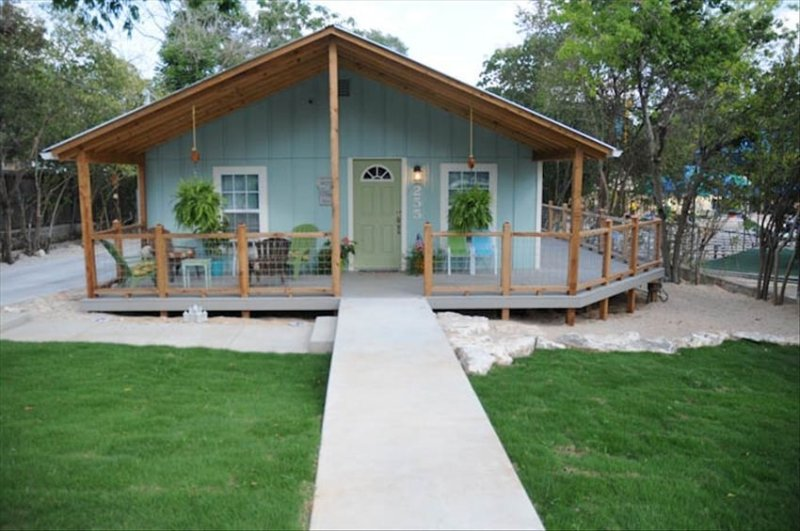 Relaxing Beach Themed House Right Next to Schlitterbahn, holiday rental in New Braunfels