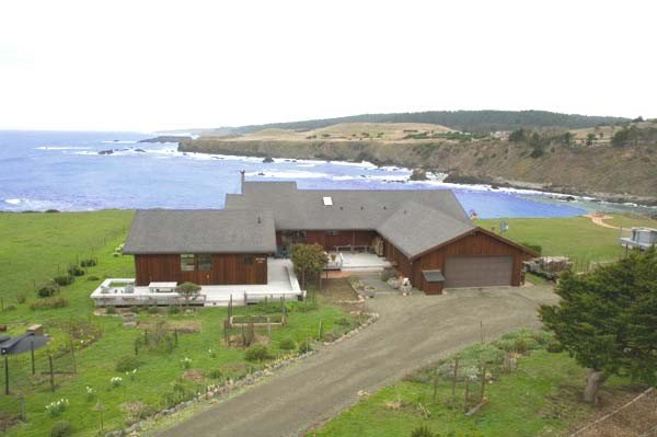 Sanctuary By the Sea-Dramatic Oceanfront with Hot Tub, vacation rental in Mendocino County