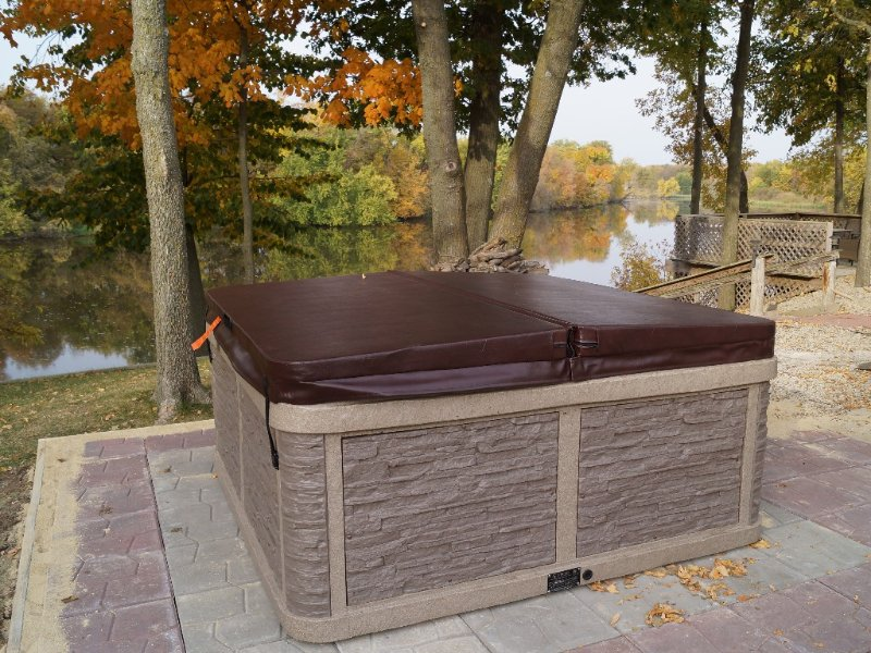 Cedar Bend Cabin with NEW 6 person hot tub!!, vacation rental in Iowa