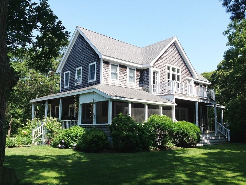 Sandy Feet Retreat w/ Charming Guest House in Edgartown, holiday rental in Edgartown