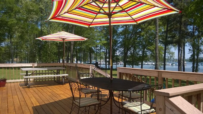 Lake Front Get-A-Way Perfect For Fishermen, Families And Hunters, holiday rental in Grant