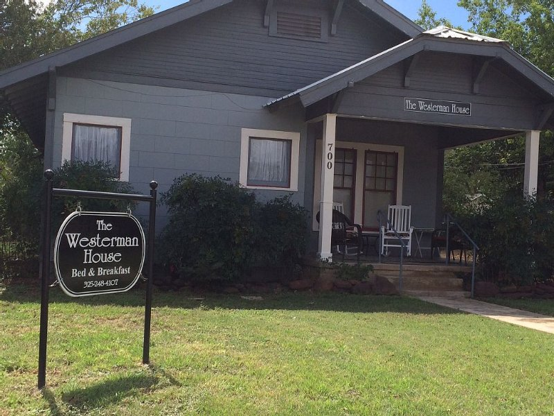 The Westerman House Bed & Breakfast, Pet Friendly, holiday rental in Llano