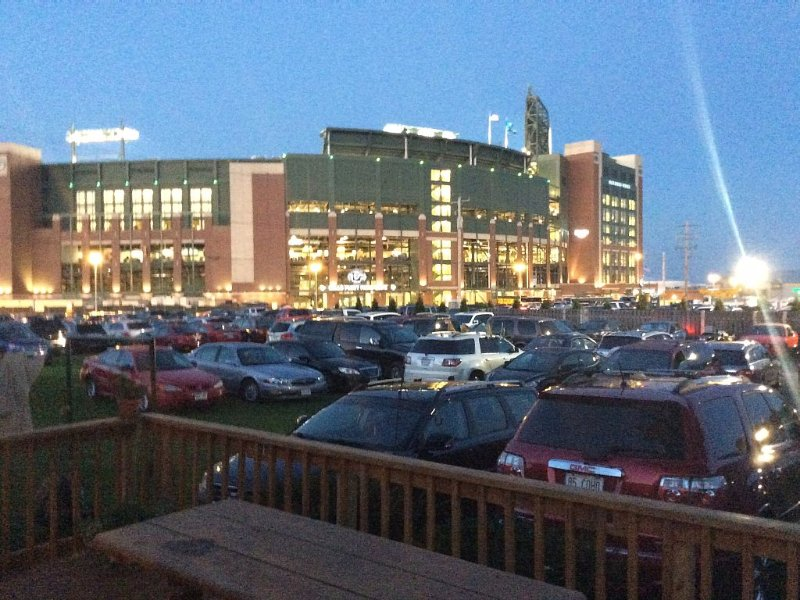 Lambeau is your neighbor, holiday rental in Green Bay