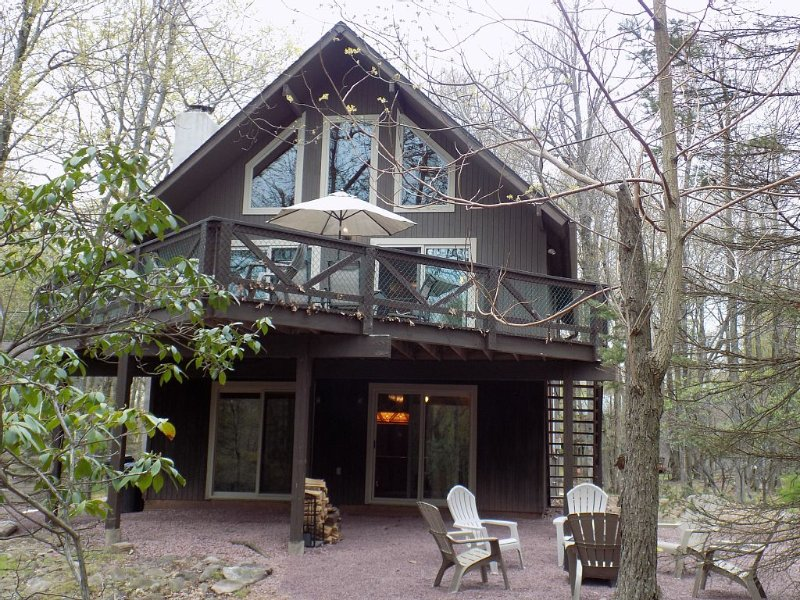 Lake Harmony Chalet sleeps 13 w/ 4 bedrooms! Discounted ski weekends available!, alquiler de vacaciones en Lago Harmony