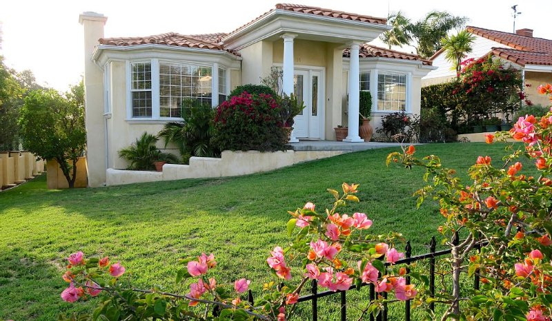 WALKING DISTANCE TO THE BEACH!, vacation rental in Redondo Beach