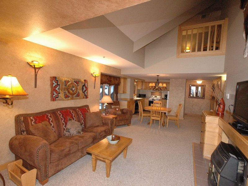 LAST MIN SPECIAL! Penthouse Luxury Ski-In/Out, Pool, Ht Tub, Views, Mountain Vil, holiday rental in Big Sky