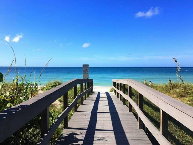 Discover the Charm of St Pete Beach #3, holiday rental in South Pasadena