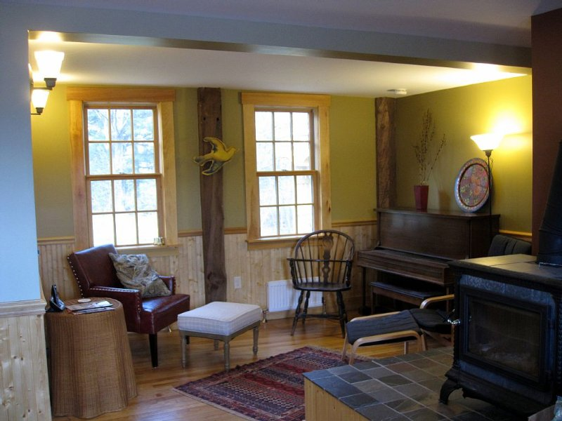 Sandy River House - Retreat To Our Beautiful All-Renovated 200yo Village House, vacation rental in Farmington
