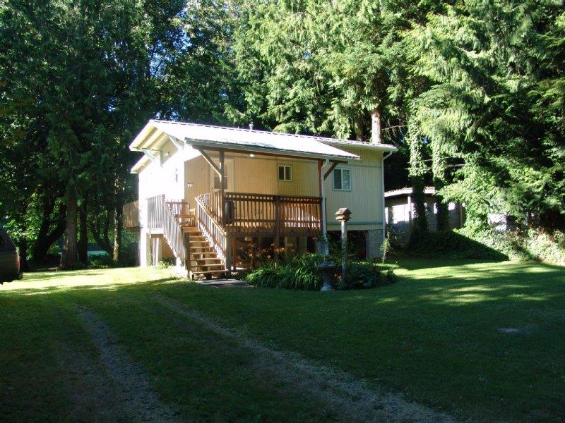 Skagit River Waterfront Cottage, vacation rental in Marblemount