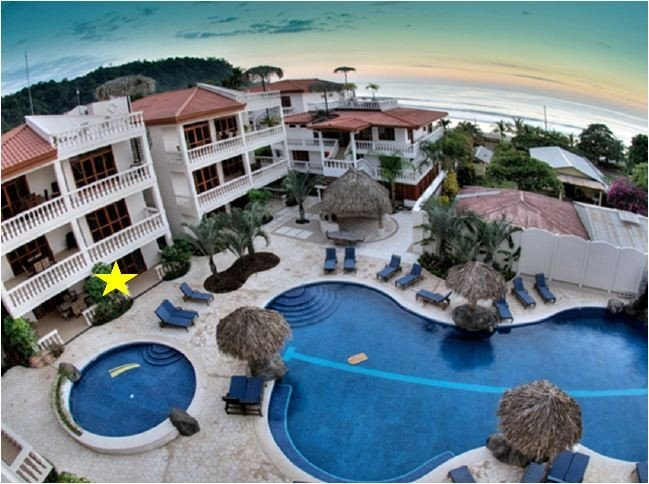 Beautiful 3 Bedroom, 3 Bathroom Poolside Condo (Ground Floor), aluguéis de temporada em Jaco