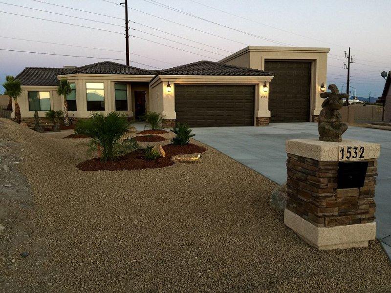 Desert Star * LAKE SIDE * HEATED POOL & SPA * 69' RV GARAGE & 4 CAR 40' LONG, casa vacanza a Lake Havasu City