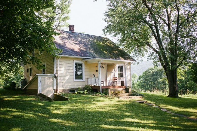 Farmhouse In Heart Of 590 Acres Of Preserved Farmland, alquiler de vacaciones en Monroe