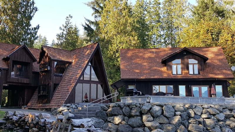 Unique Two House Estate., vacation rental in Quinault