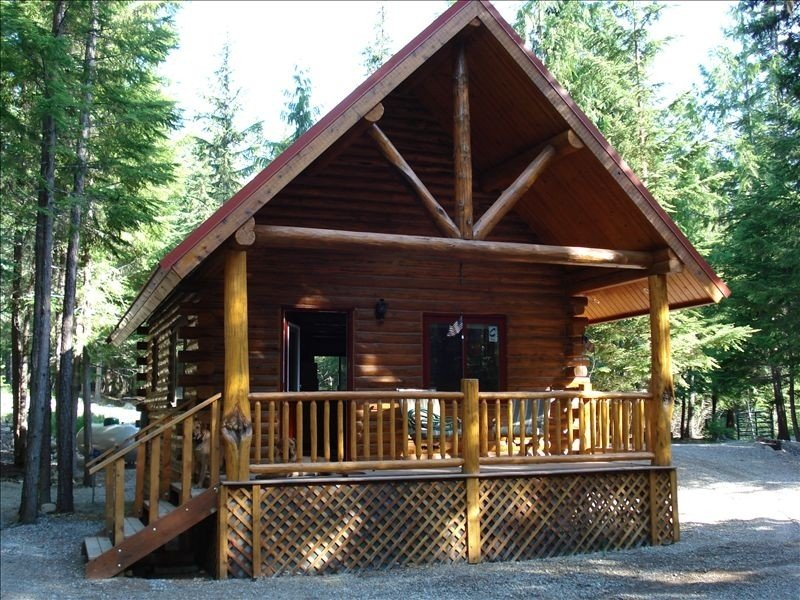Sha Bear Cabin, on the YAAK RIVER~Quiet, Romantic Cabin Sleeps up to 4, vacation rental in Moyie Springs