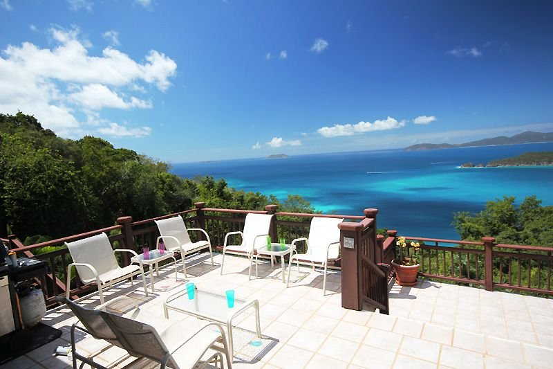 The waters of Cinnamon Bay glow in beautiful shades of turquoise and blue