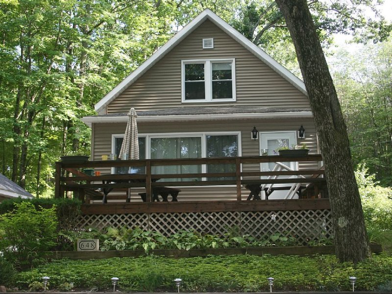 Lakefront Home On Private Lake, holiday rental in Fremont
