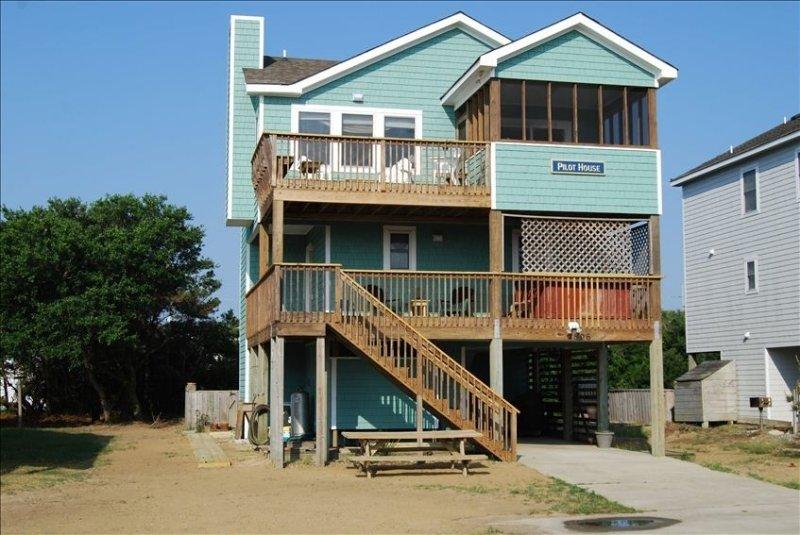 'Pilot House', Ocean Views, Ez Access to Beach, Pool & Hot Tub, location de vacances à Nags Head