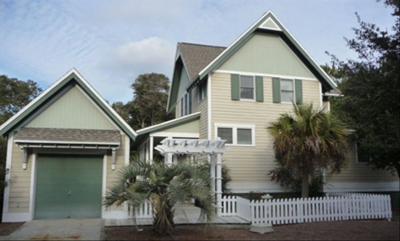 $275/Nt Beg. September 9th through May 25th!, vacation rental in Bald Head Island