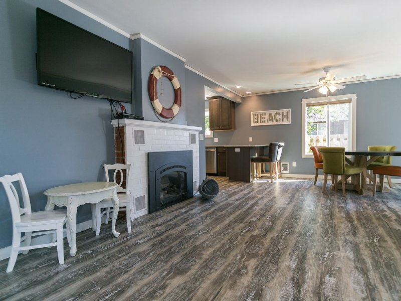 Remodeled 5 Bed 2.1 Bath Seaside Escape  - 2 Blocks To Beach, Firepit, BBQ, holiday rental in Seaside