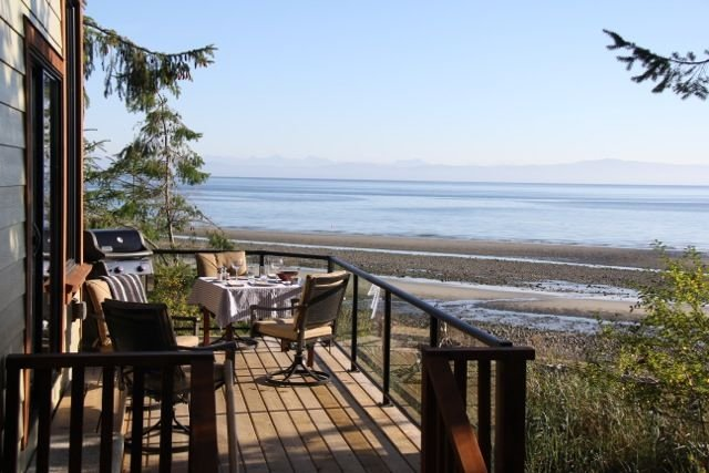 Spectacular ocean side experience at this stunning 1 berm home, Qualicum Bay, vacation rental in Vancouver Island