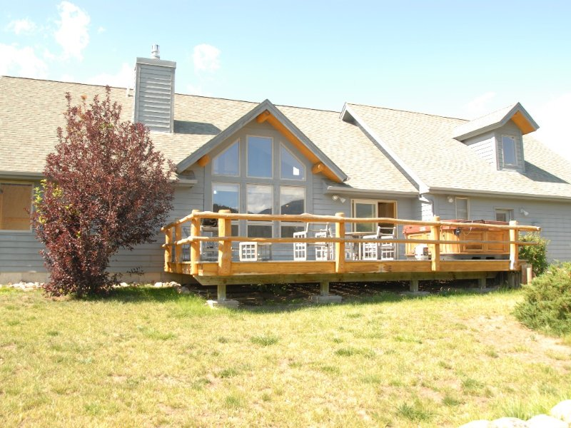 Exquisite Mountainside Home Nestled in the Foothills of Big Sky, MT, Ferienwohnung in Huntley