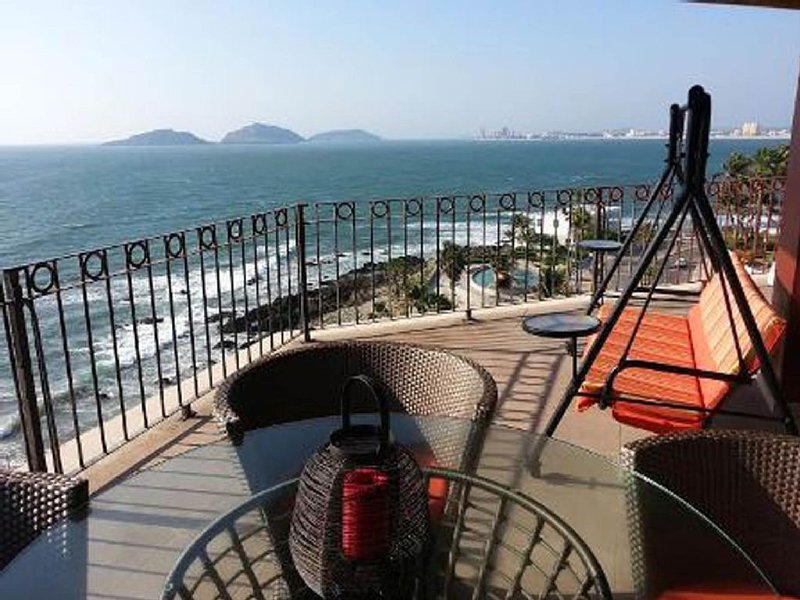 Oceanfront Sunsets from 7th Floor Balcony!  CENTRO AREA, vacation rental in Mazatlan