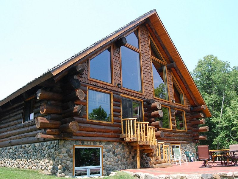 Luxurious Rustic Cabin Getaway on Loon Lake.  Built in 2013, holiday rental in Richville