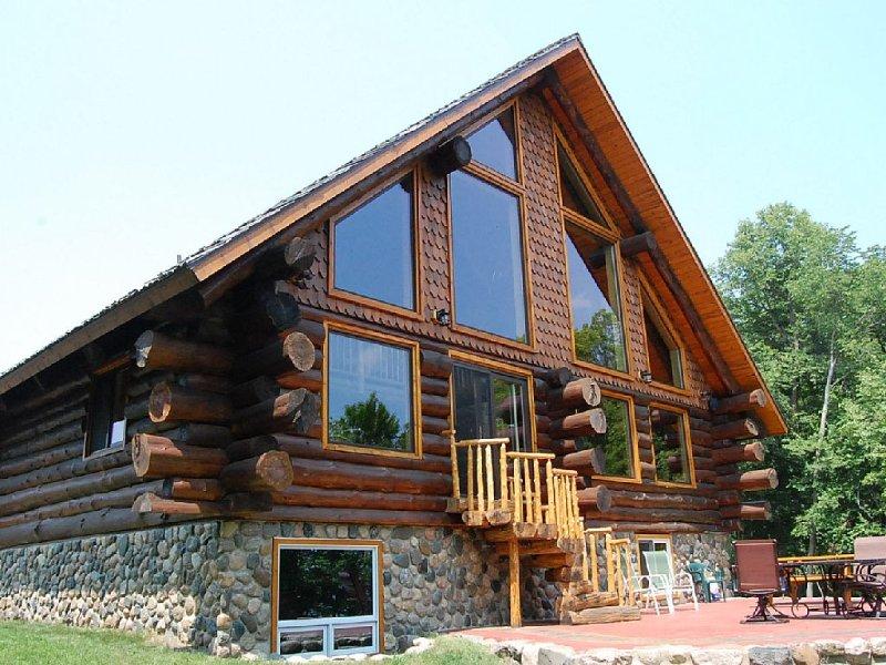 Luxurious Rustic Cabin Getaway on Loon Lake.  Built in 2013, alquiler vacacional en Detroit Lakes