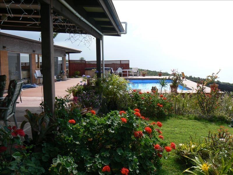 Beautiful Home with Panoramic Ocean View, Large Pool, Hot Tub., location de vacances à Captain Cook