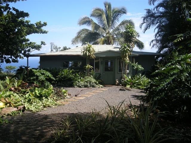 Paradise: Ocean View Cottage Solar Power Tropical Flower Farm, holiday rental in Hana